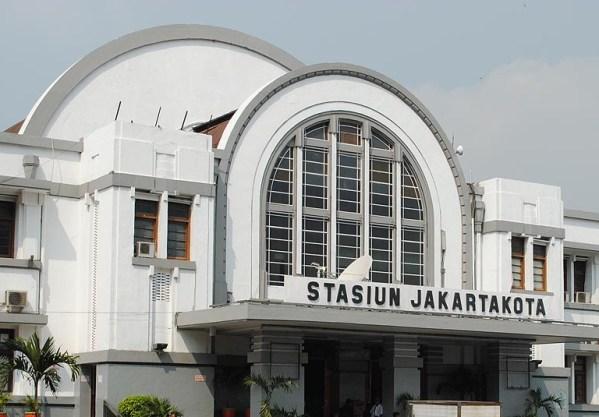 info-bus-damri-taksi-bandara-stasiun-jakarta-kota